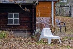 Weißer Stuhl – Volker Frenzel